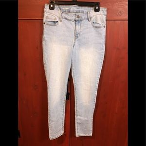 Old Navy Mid-Rise Super Skinny Jeans size 6R